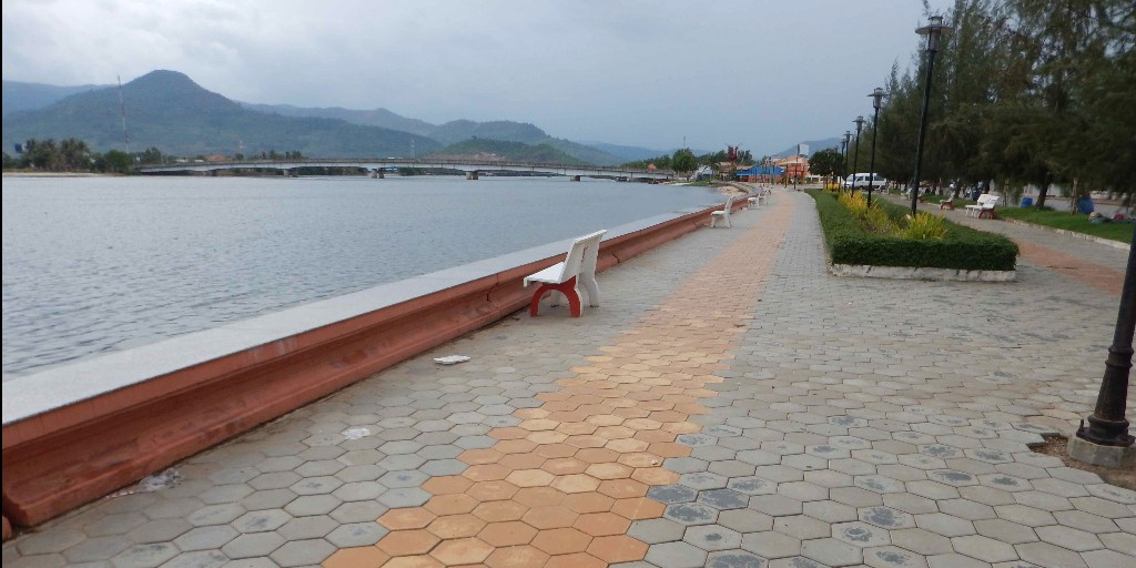 Cycling-Along-the-River-in-Kampot-1
