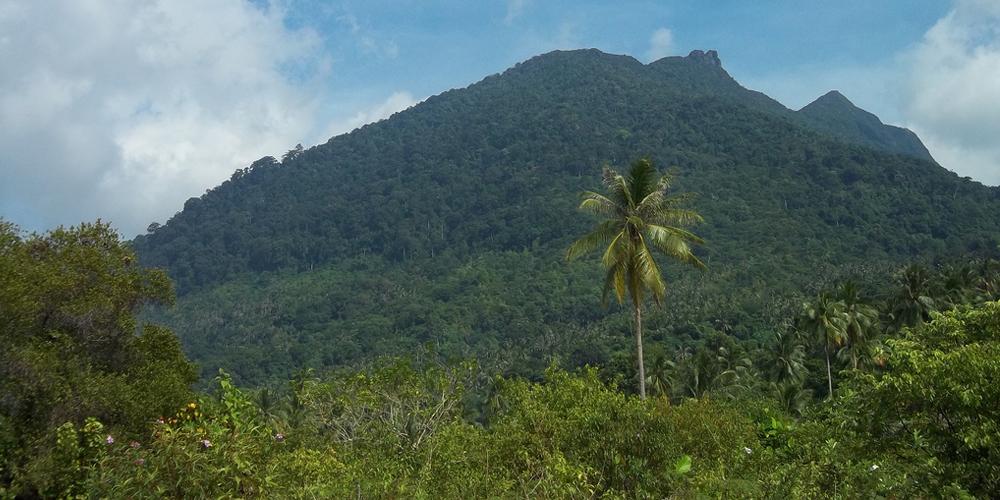 Mount_Ranai_in_Natuna