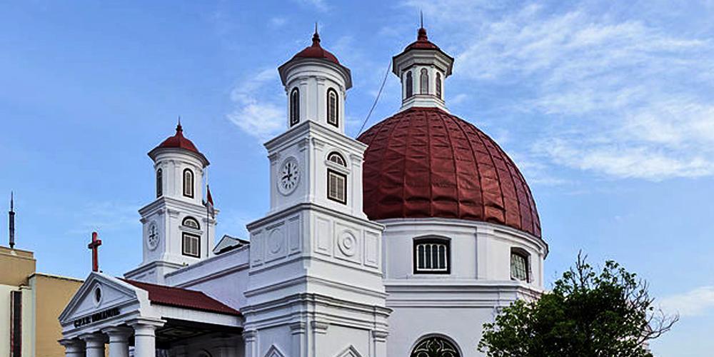 Exterior_of_Blenduk_Church_Semarang_2014-06-18