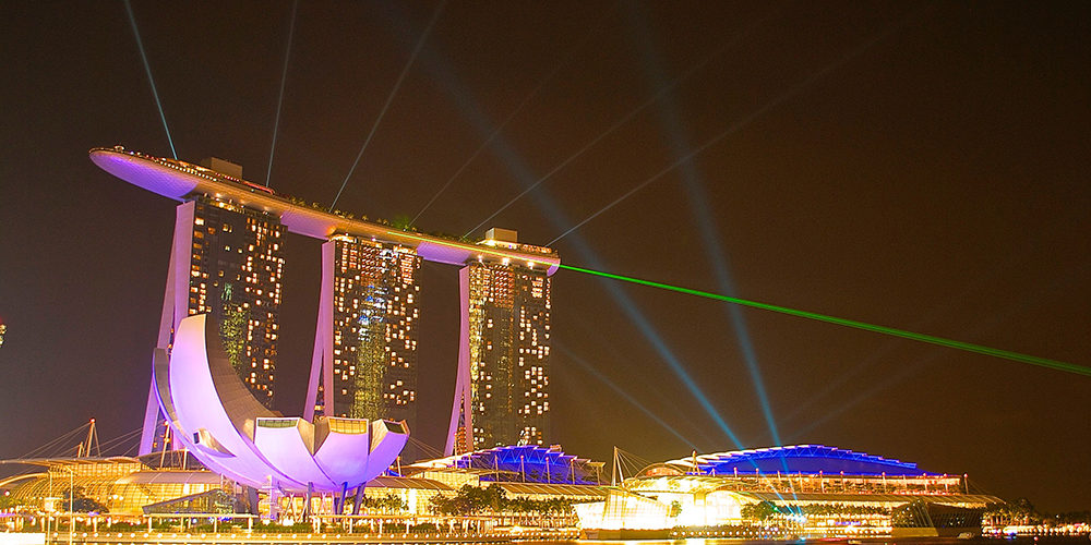 Feast your eyes on the beautiful light show daily at Marina Bay