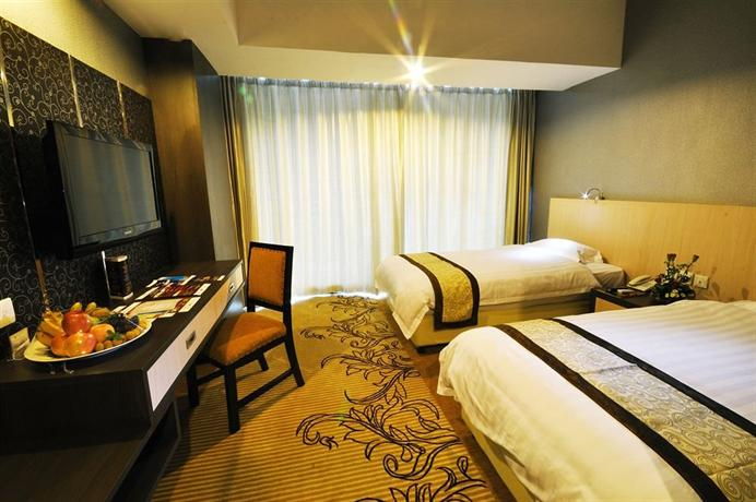 Hermes palace Hotel room