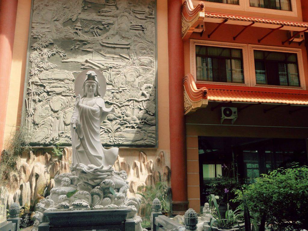 Maha Vihara Adhi Maitreya Kwan Yin statue
