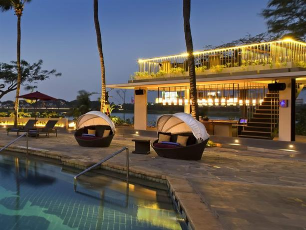 Bandara International Hotel pool