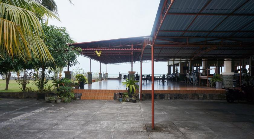 Grand Pondok Impian eating area