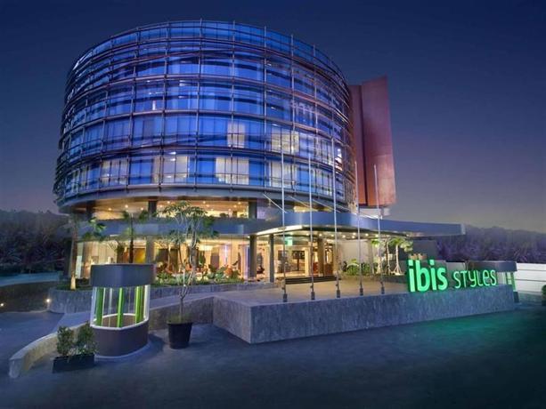 Ibis Styles Jakarta Airport exterior