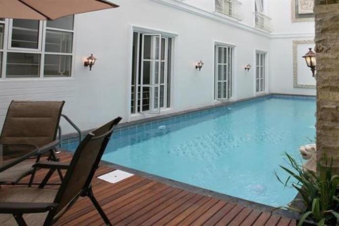 Sunrise House pool