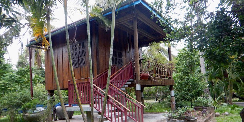 Re-A-bungalow-at-Les-Manguiers