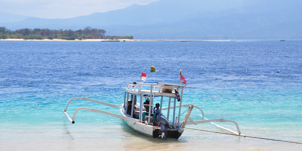 Island hopping between the Gilis