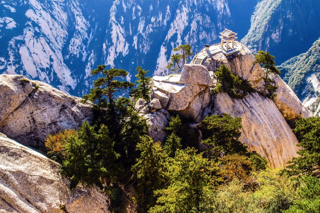 mount-huashan-deadliest-climb_1