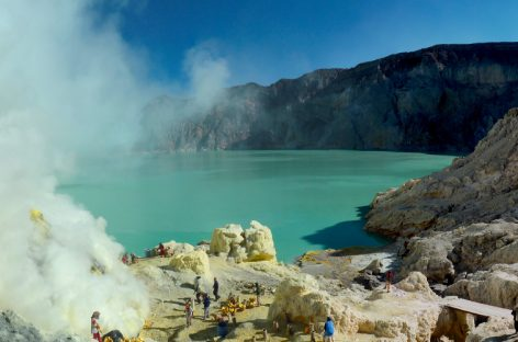 Hiking Ijen Crater: Turquoise Lake & Surreal Blue Fire