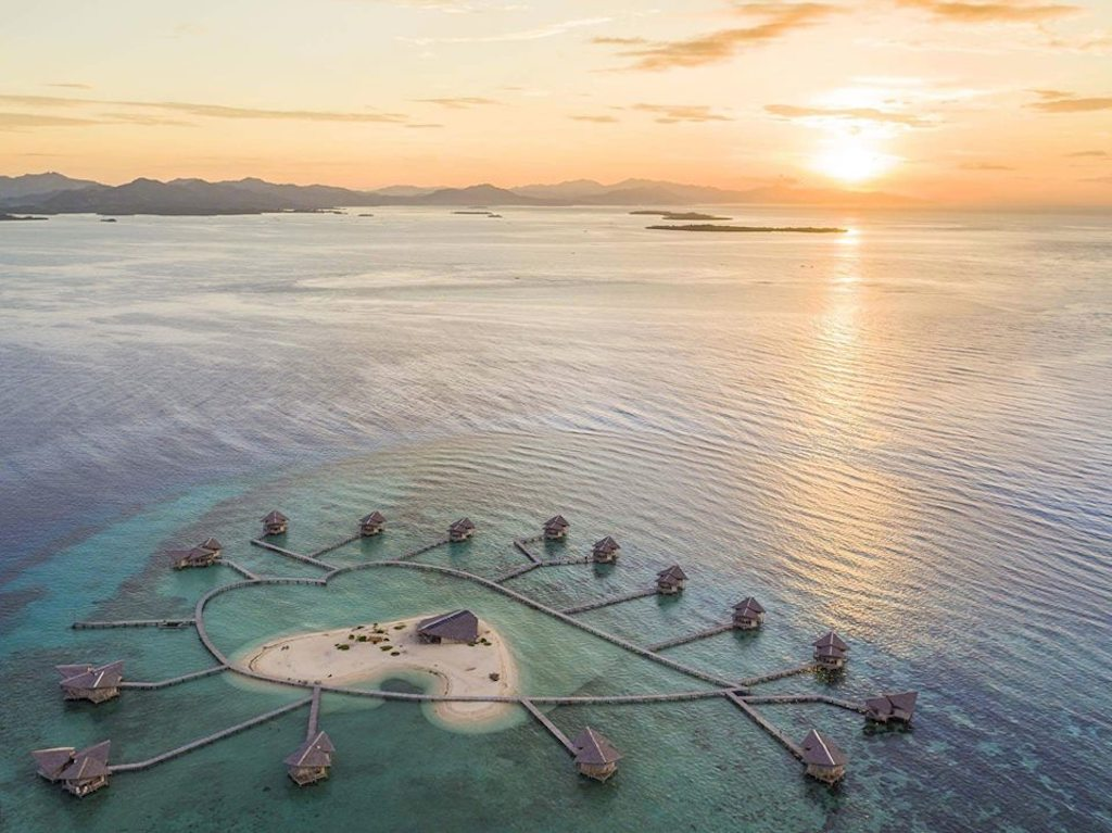 overwater bungalows in asia, pulo