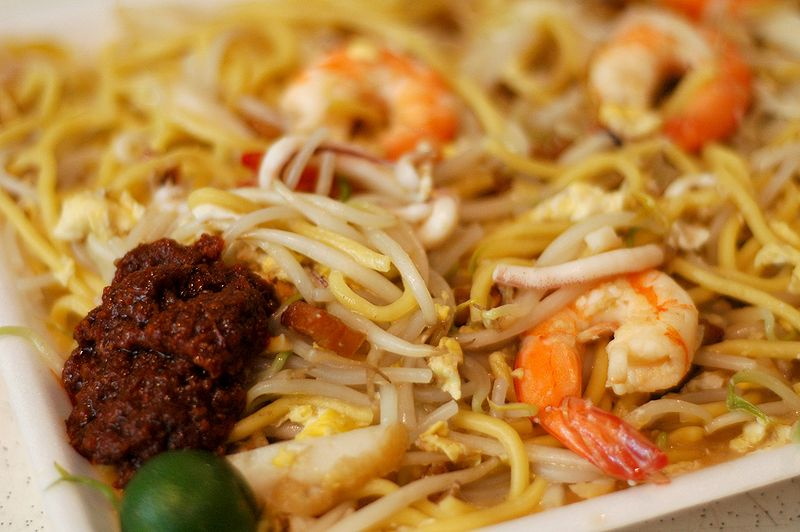 Hokkien Prawn Mee at Newton Hawker Centre. Source Jpatokal (CC BY-SA 4.0)